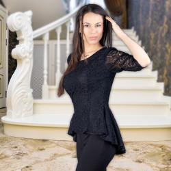 Дамска черна блуза от дантела с гол гръб