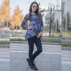 Стилен дамски комплект туника ''Цветя'' (Синя) с еластичен зимен панталон (Син)