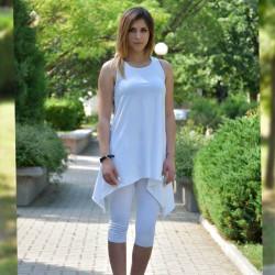 Спортен дамски комплект туника с клин в бял цвят