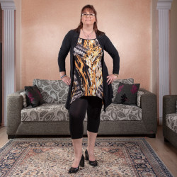 Комфортен дамски комплект от туника и клин Леопард