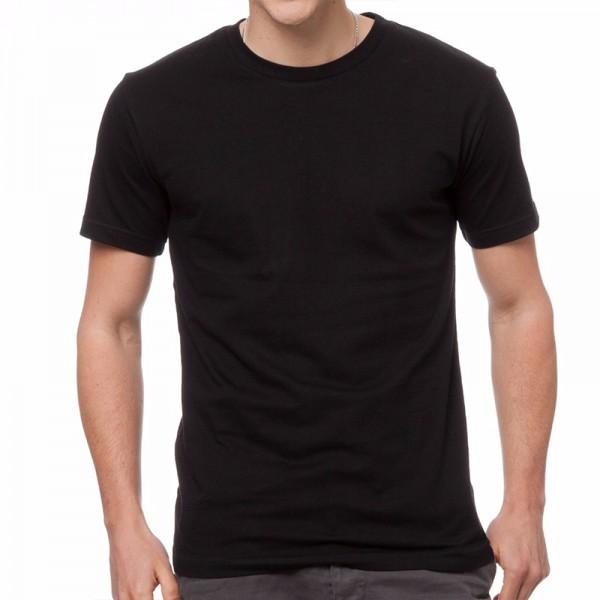 Изчистена черна мъжка тениска